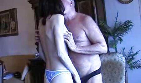 Ragazza araba con seni al amatoriale porno free silicone, sotto la doccia, è andato piacere amanti