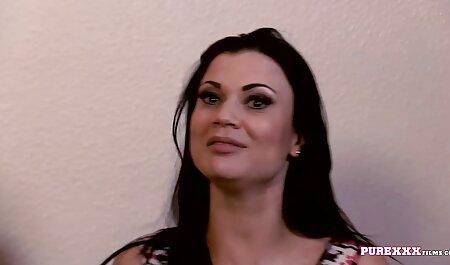 Scopa rossa prostituta in una camera video x amatoriali d'albergo con preservativo Cazzo