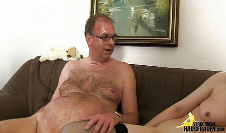 La bionda stessa ha portato amatoriale porno in casa a raggiungere l'orgasmo