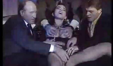 Pesantemente truccato prostituta diteggiatura Culo самотыком in giardino video film porno amatoriali sulla sedia