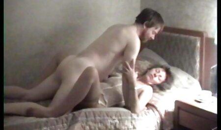 Procace scopata xxx video casalinghi in il yard con un amico