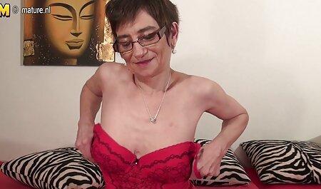 Giovane lesbica scopa snello partner xxx amatoriale in Sesso a tre