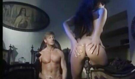 Ragazze amatoriale porn tube gli uomini li hanno in tutti i buchi in diverse posizioni e luoghi
