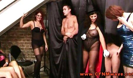 Bruna video amatoriali orgasmi Lesbiche sul divano rosso