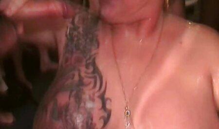 Sorella catturato fratello, подсматриваююего dietro di esso e punito amatorial video porn