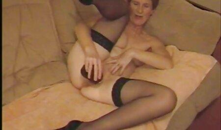 Ubriaco donna spogliato sulla macchina xxx amatoriale fotografica