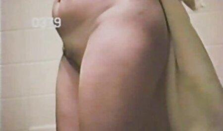 Cazzo amatoriale porno free su un tavolo da biliardo