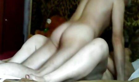 La xxxvideo amatoriali ragazza ha dato la sua figa casta davanti a suo padre