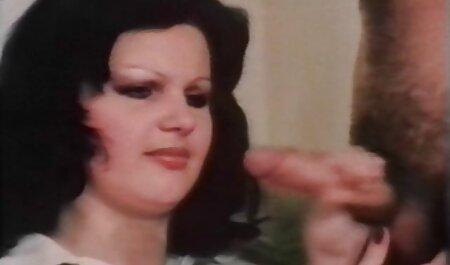 Finché l'uomo non è a video amatoriali italiani sex casa, la mamma seduce suo figlio